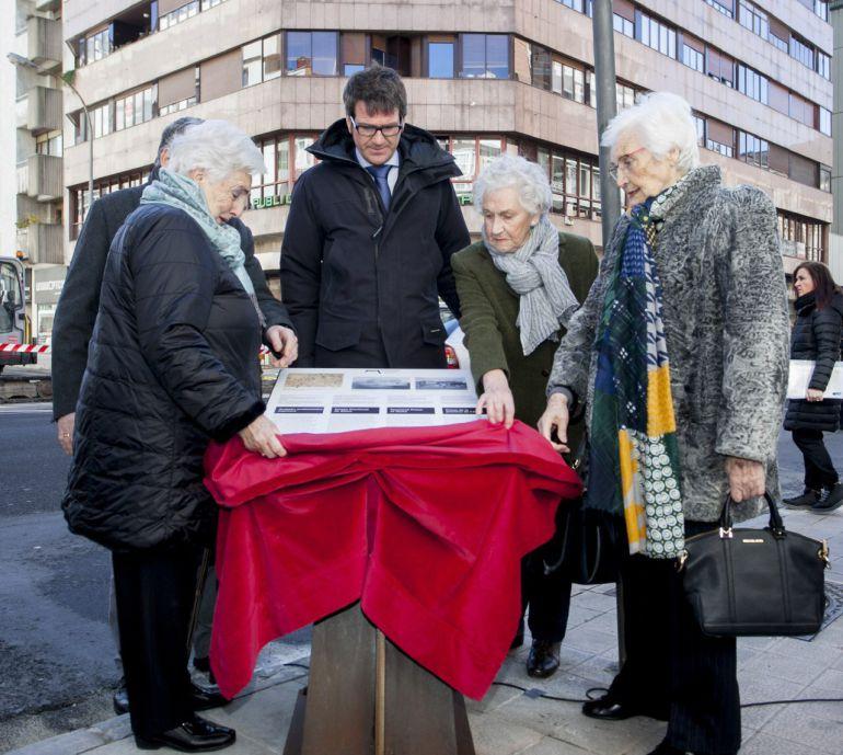 Vitoria recuerda a los presos de la antigua cárcel provincial fusilados durante el franquismo
