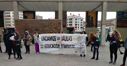 Concentración estudiantil en la Plaza de España este 8 de marzo