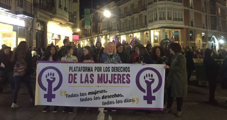 Imagen de archivo de una movilización de la Plataforma por los Derechos de las Mujeres de Palencia