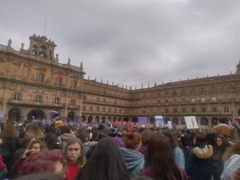 Los estudiantes, el Rectorado, la Plaza Mayor, las calles de Salamanca... llenas de feminismo