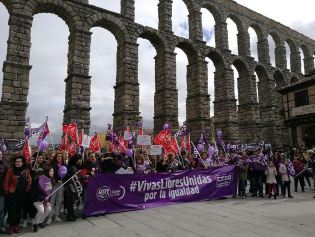 Concentración de las organizaciones sindicales a los pies del Acueducto