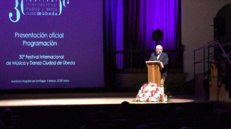 El director del Festival de Música y Danza, Diego Martínez, anoche durante la presentación del programa en Úbeda