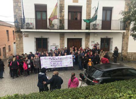 Gran concentracion en Santo Tome a las puertas del ayuntamiento