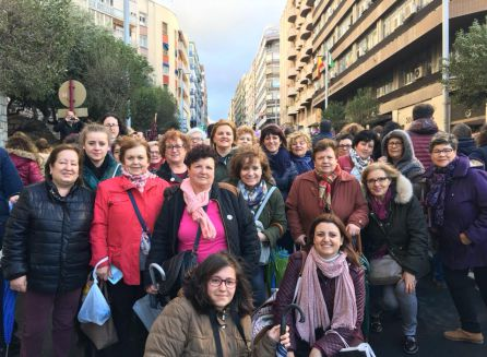 Las mujeres pealeñas con su alcaldesa, Ana Dolores Rubia a la cabeza desembarcaron con gran entusiasmo reivindicativo en la manifestacion de la Capital