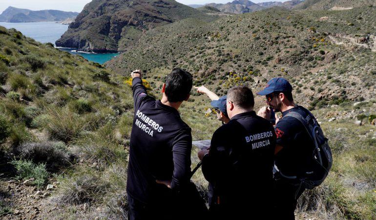 Un grupo de bomberos voluntarios de Murcia se ha incorporado hoy el operativo de búsqueda de Gabriel Cruz.