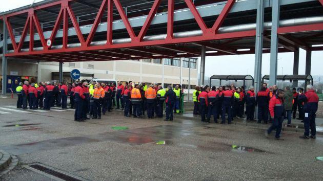 Protesta en la fábrica de Mahou en Alovera.
