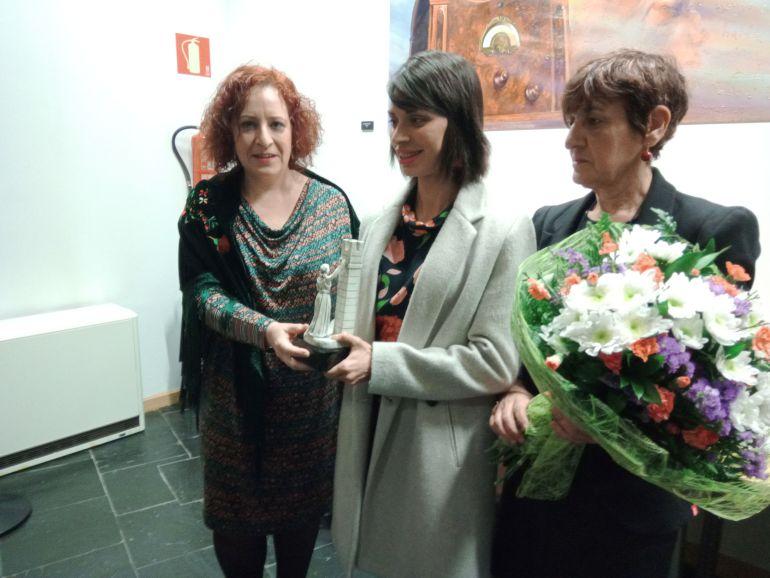 Nuria Lugueros recibe el premio