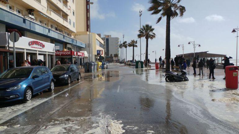 Paseo Marítimo de Cádiz anegado por el mar en el temporal del 1 de marzo de 2018