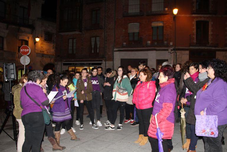 Lectura del manifiesto 8M en la Plaza Mayor de Cuéllar