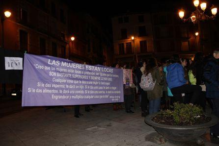 Pancarta reivindicativa durante la concentración del 8M en la Plaza Mayor de Cuéllar