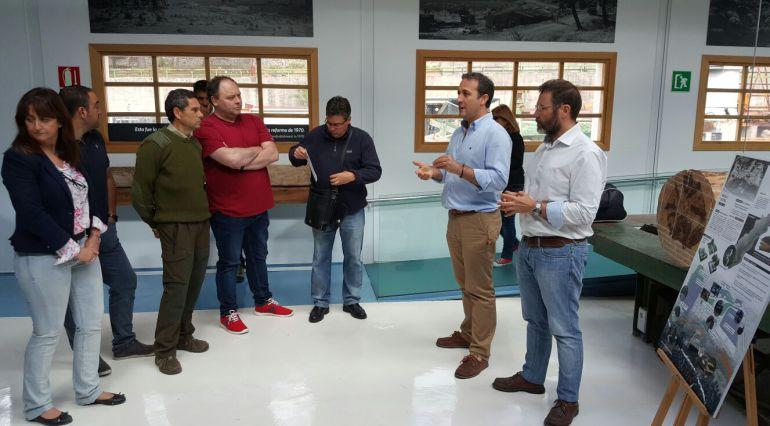 Cuando el alcalde de Cazorla, Antonio José Rodriguez y el del delegado de fomento y vivienda, Rafael Valdivielso  presentaron en 2016 el proyecto de urbanizacion a los vecinos de Vadillo