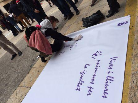 El color lila va ser el protagonista de la jornada de la vaga feminista.