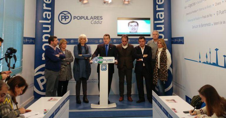 El presidente del PP de Cádiz, Antonio Sanz, en rueda de prensa