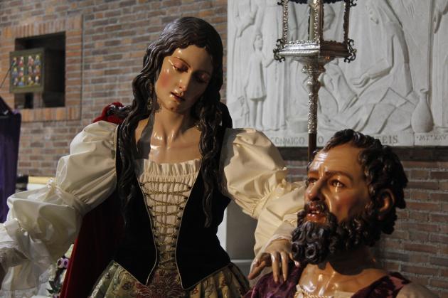 Detalle de las imágenes de Santa María Magdalena y San Pedro