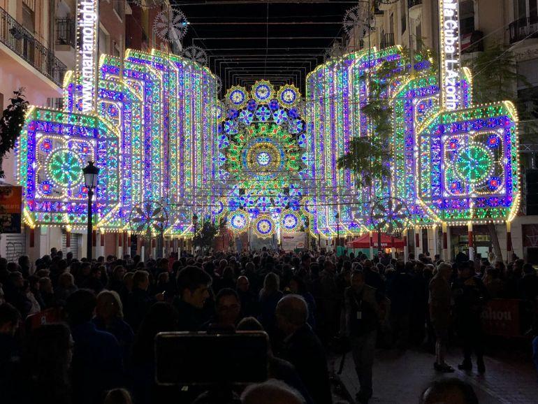 El encendido de luces de russafa aviva el ambiente fallero - Luces de ambiente ...