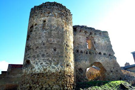 El torreón del castillo se mantiene en pie