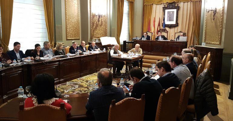 La Diputación elimina dos pagas para regularizar las nóminas de los ...