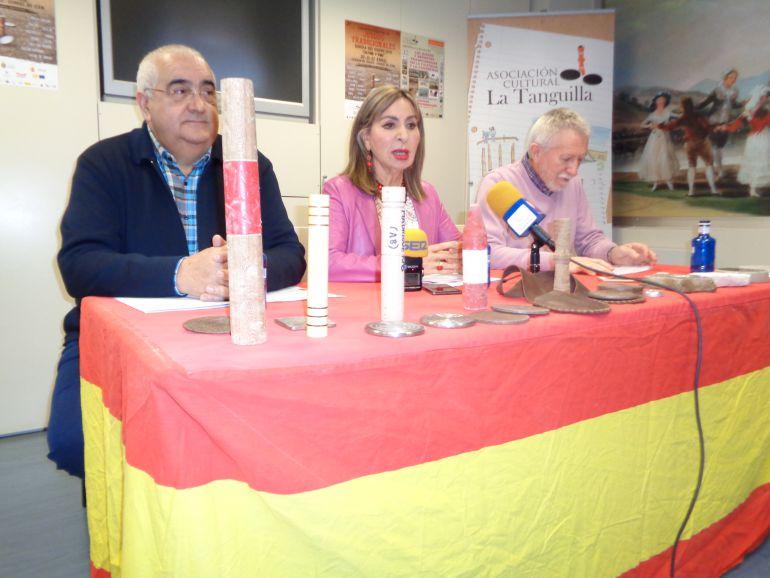 Carlos de la VIlla y Gragorio Cámara, de La Tanguilla, y Azucena Esteban, Concejal de Cultura