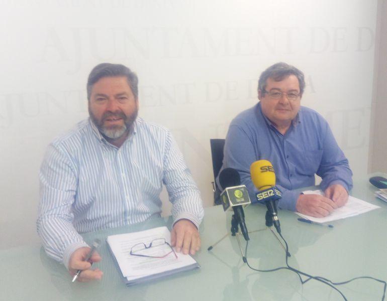 El vicealcalde de Dénia, Rafa Carrió (i) y el concejal de Hacienda, Paco Roselló (d).