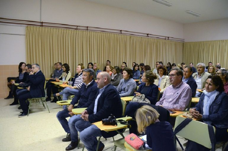 Ambiente en uno de los talleres de la Escuela de Padres del IES Antoni Llidó de Xàbia, en abril de 2016.