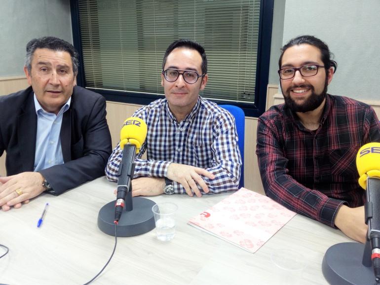 Amado Navalón, concejal de Patrimoni, Juan Carlos Márquez e Iván Hernándezc, coordinadores del proyecto, en Radio Elda