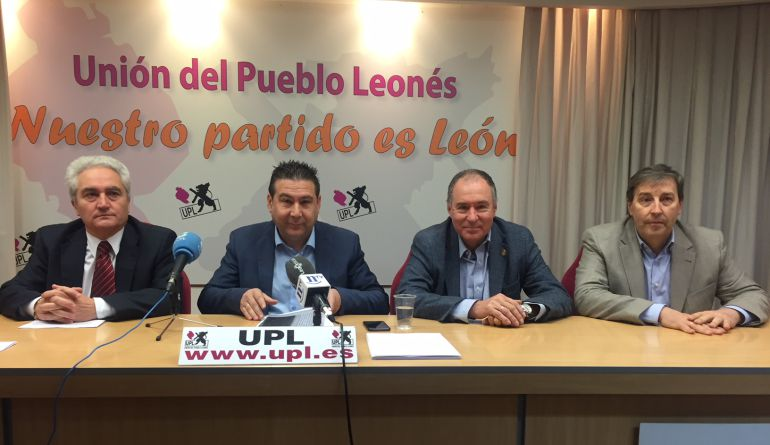 Representantes de UPL y PAL durante su comparecencia de prensa