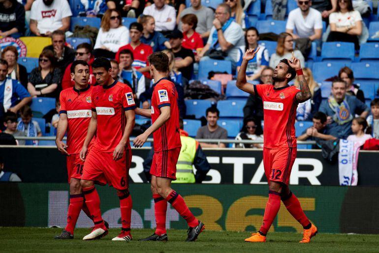 Willian José mira al cielo tras marcar su gol contra el Espanyol en Cornellá