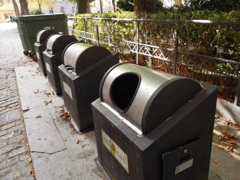 Contenedores de basura en el casco histórico