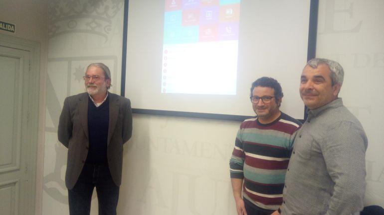 El concejal de Participación Ciudadana, Óscar Mengual (segundo por la derecha) en la presentación de la App Dénia.