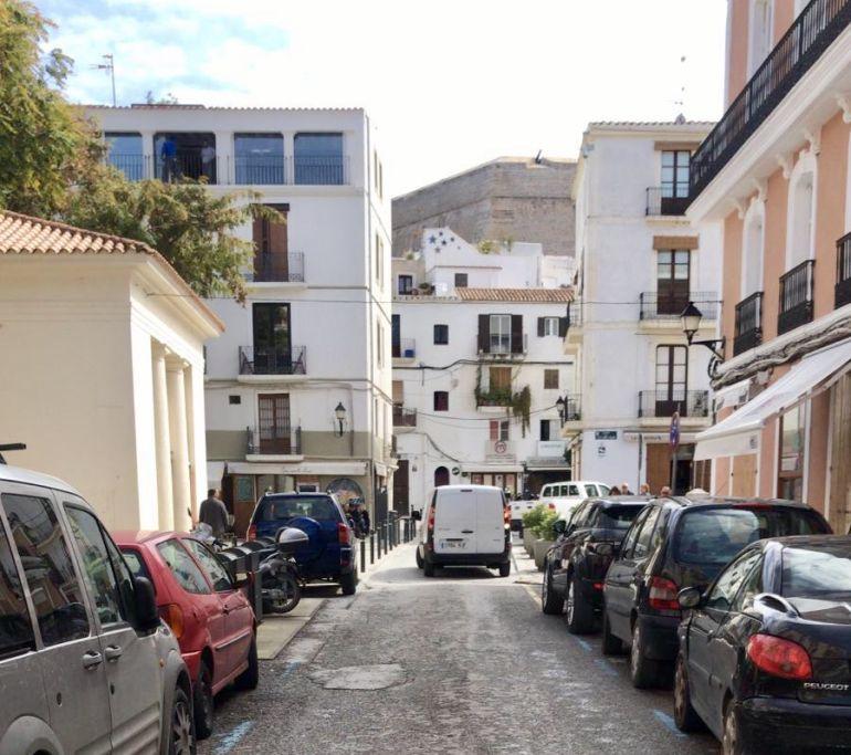 Acceso al centro urbano por la calle Antoni Palau