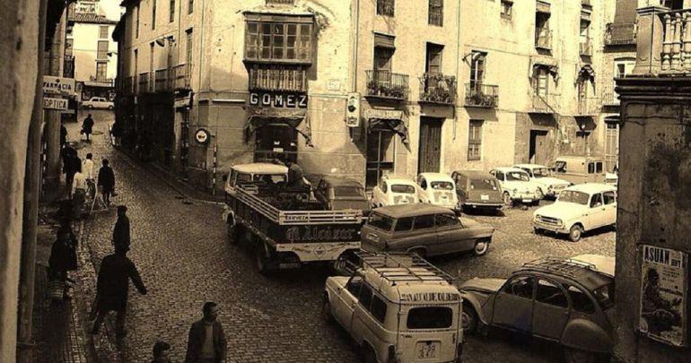Imagen antigua de la calle Colón de Jaén, una via adoquinada desde hace muchas décadas y que será asfaltada por el equipo de gobierno del PP