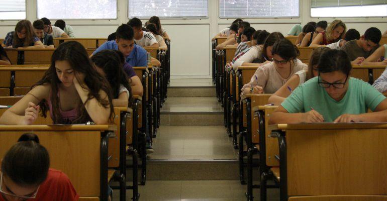 Estudiantes realizan las pruebas de Selectividad en la Universidad de Jaén.