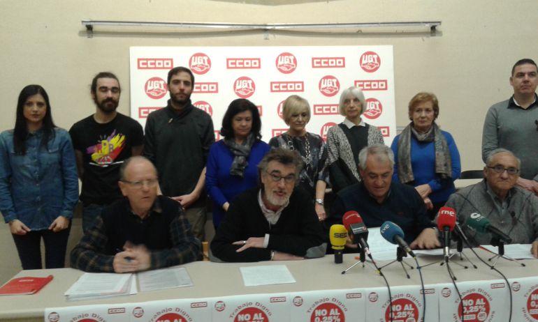 """Representantes de CC OO y UGT en la presentación de la manifestación del sábado 17 de marzo en Pamplona para reivindicar unas """"pensiones dignas"""""""