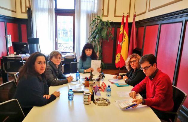 Reunión sobre Cultura entre Gloria Reguero, Rosalba Fonteríz, Ana Redondo, Charo Chávez y Pedro Herrero / Ayuntamiento Valladolid