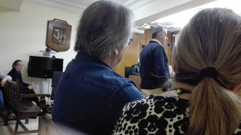 Vista de espaladas de Francico Guarido y Rosa Valdeón