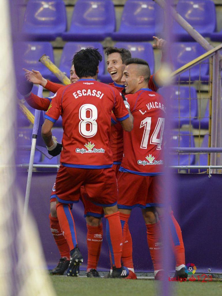 Los jugadores del Numancia celebran el 3-2 marcado por Guillermo en Valladolid.