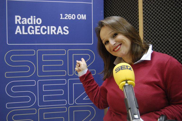 Yolanda Figueroa en los estudios de Radio Algeciras.