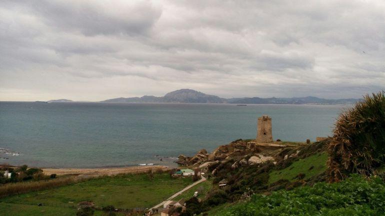 Vista de la Torre de Guadalmesí sobre el Estrecho de Gibraltar.