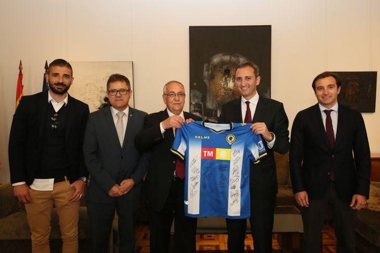 César Sánchez, presidente de la Diputación Provincial de Alicante, recibe a los directivos del Hércules CF