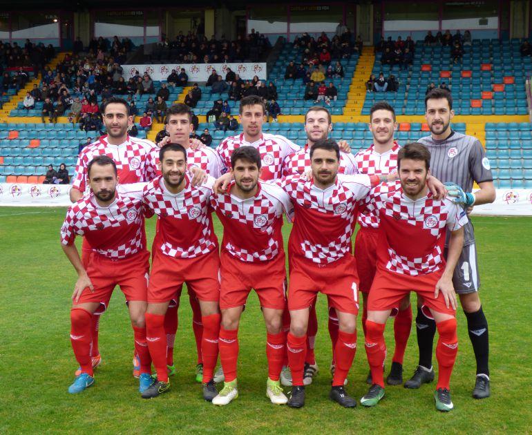 Uno de los onces iniciales de Castilla y León con tres jugadores de la Arandina: Carmona (arriba, 1º por dch) Ruba (abajo, 3º por izq) y Zazu (al lado de Ruba)