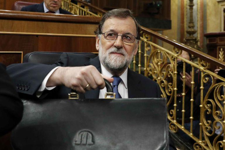 El presidente del Gobierno, Mariano Rajoy, durante el pleno del Congreso de hoy, tras su comparecencia para explicar las propuestas del Ejecutivo en materia de pensiones y para la sostenibilidad del Sistema de la Seguridad Social.