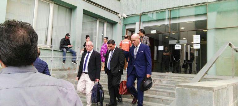 Los abogados defensores saliendo del Juzgado a finales de 2017