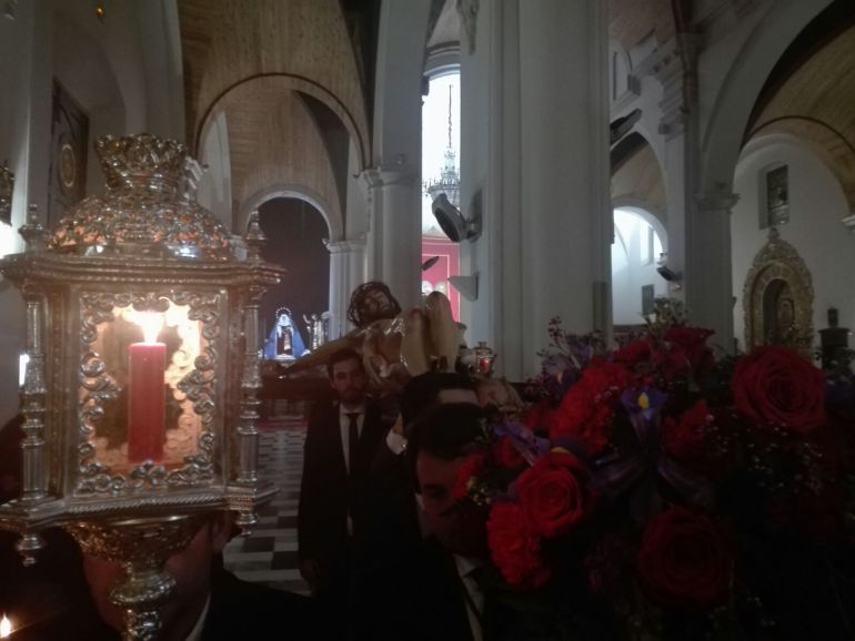 El Cristo de la Vera Cruz preside el altar mayor de La Concepción: El Cristo de la Vera Cruz preside el altar mayor de La Concepción