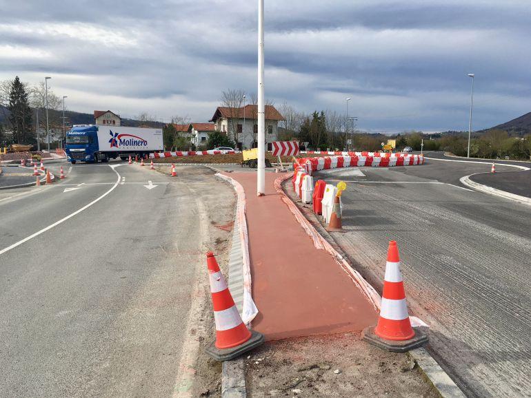 El asfaltado de la rotonda de Amute ocasionará cortes alternativos de tráfico
