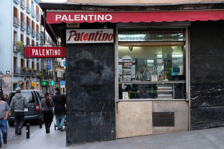Fachada del Palentino, el bar de la calle Pez