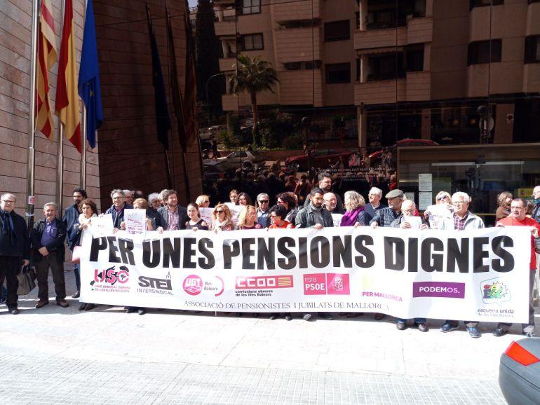 """Sindicatos y partidos convocan protestas este sábado """"por unas pensiones dignas"""""""