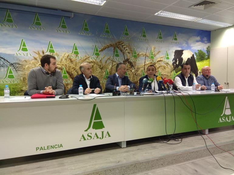 Junta directiva de Asaja Palencia junto al presidente regional de la organización