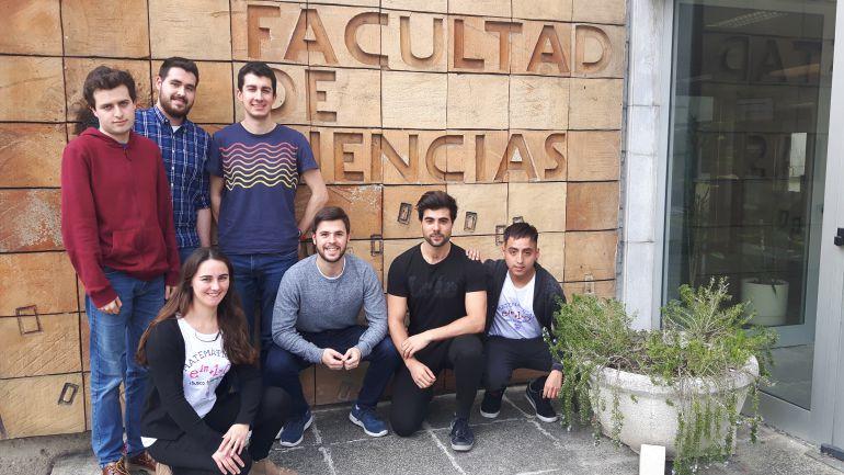 Alumnos de Matemática de la UC miembros de la organización del Concurso Pi 2018 y participantes.