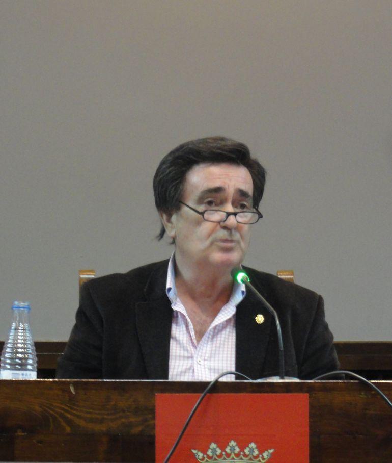 Jesús García, alcalde de Cuéllar en un pleno municipal