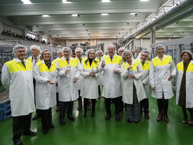 El presidente de la Junta de Castilla y León Juan Vicente Herrera en la inauguración de la nueva planta embotelladora